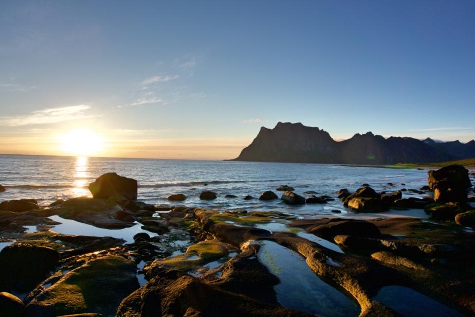 Uttakleiv Beach – der beste Ort für einen Sonnenuntergang ohneSonnenuntergang